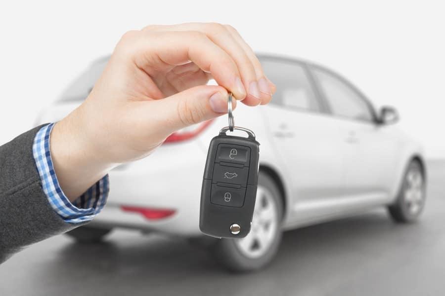 Quelles sont les clauses importantes d'un contrat d'assurance pour un prêt auto